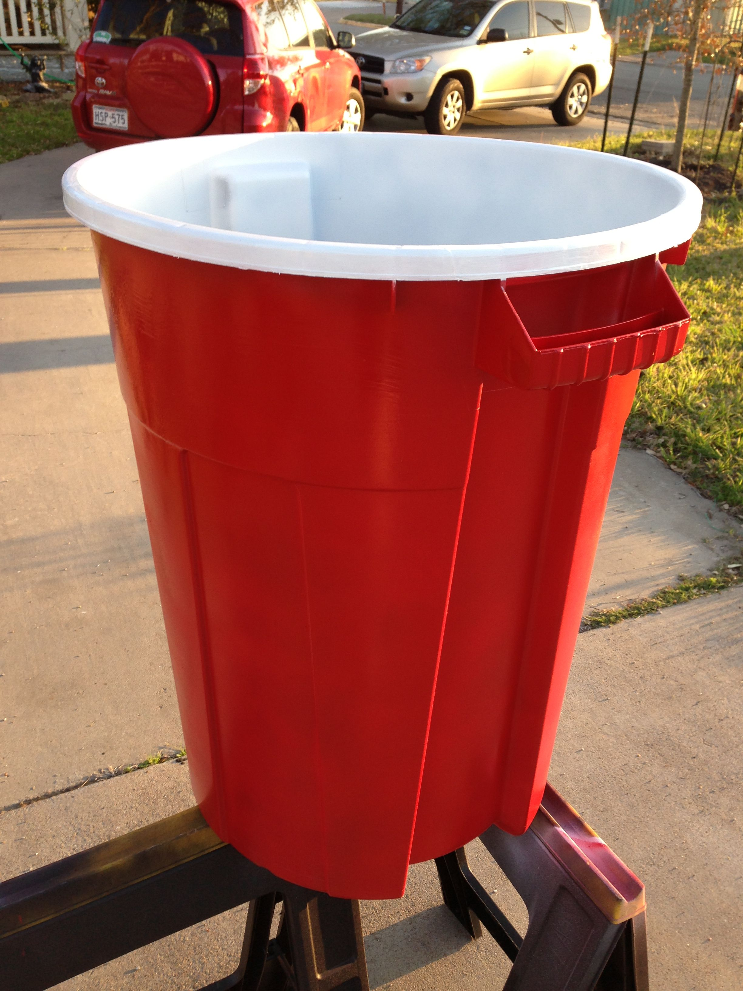 Red solo cup! I lift you up!\