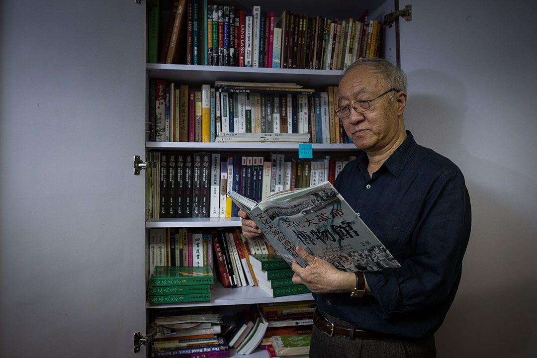 要在香港確立一個新的身份:香港人,不管是哪個國籍的尋常百姓,還是文化工作者,「反省文革」幾乎是唯一途徑。