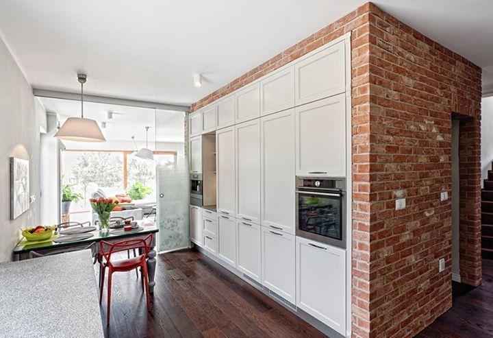 Jak Zaaranzowac Podluzna Kuchnie Z Ciemna Podloga Home Home Decor Interior Design