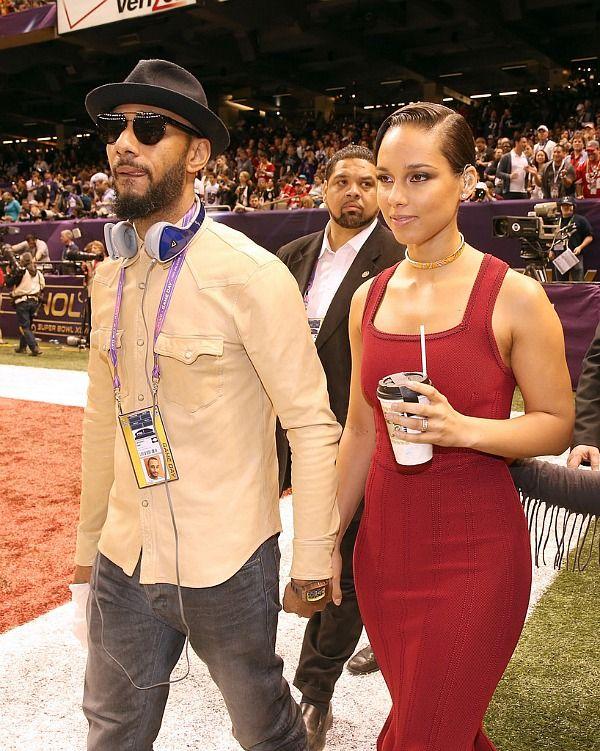 Super Bowl Alicia Keys Performs Her Rendition Of The National Anthem Celebs Super Bowl Pop Music
