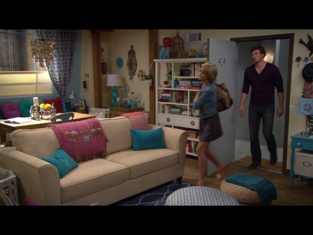 Riley S Apartment From Baby Daddy Love The Color Incorporated In Here Would To Re Create My House