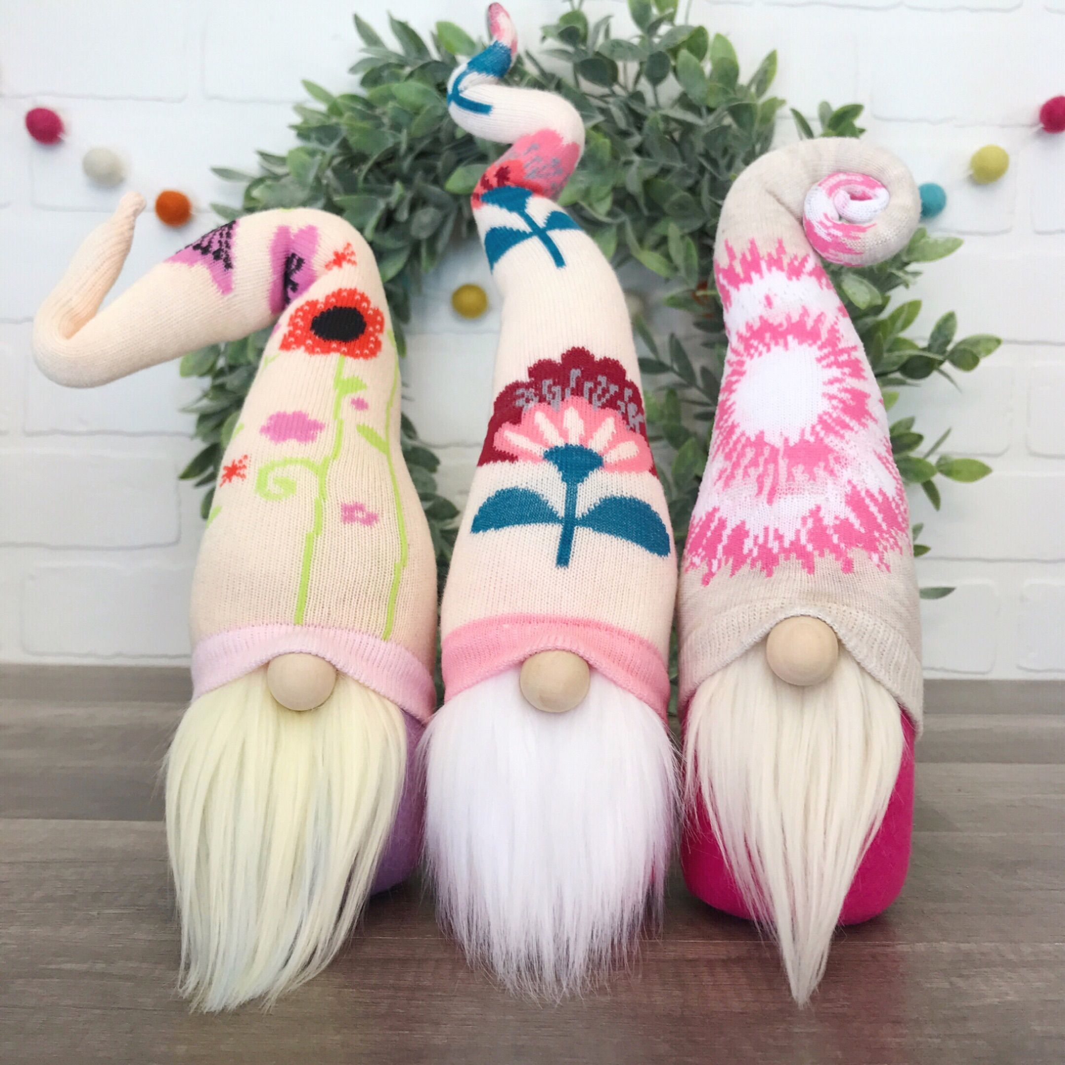Adorable flower gnomes. Spring home decor. Diy gnomes