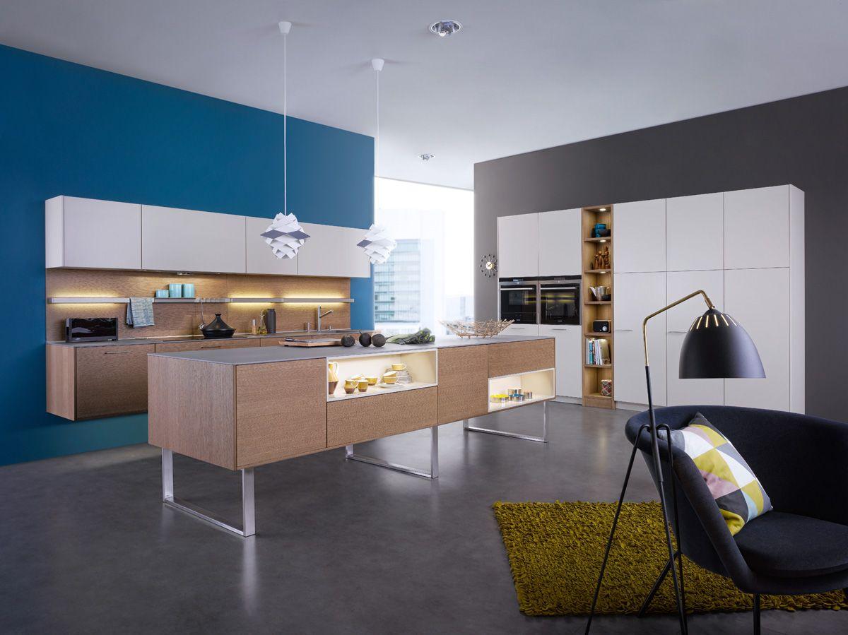 Zwevende Open Keuken : Zwevende moderne open keuken met kookeiland en kastenwand