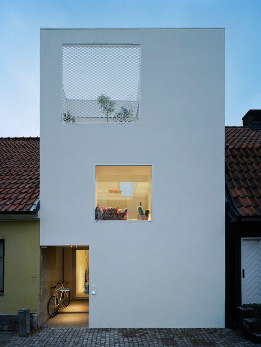 Ein modernes minimalistisches Stadthaus zwischen sehr alten Nachbarn   – Tiny Houses Beton