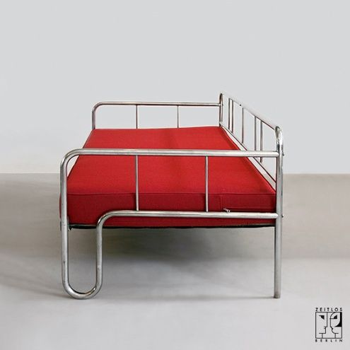 tubular steel couch daybed in the style of the bauhaus modernism zeitlos berlin canapie. Black Bedroom Furniture Sets. Home Design Ideas