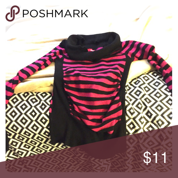 """Bongo Sweater This is a black and pink cowlick Bongo sweater. The bottom has a """"scrunch"""" feature and there is glitter on the pink lines. Very good condition. Sweaters Crew & Scoop Necks"""