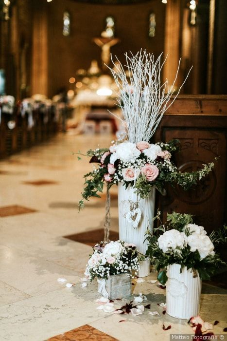 Allestimento Per La Chiesa Matrimonio Nozze Sposi Sposa Cerimonianu Fiori Per Matrimoni Fiori Per La Chiesa Da Matrimonio Composizioni Floreali Matrimonio