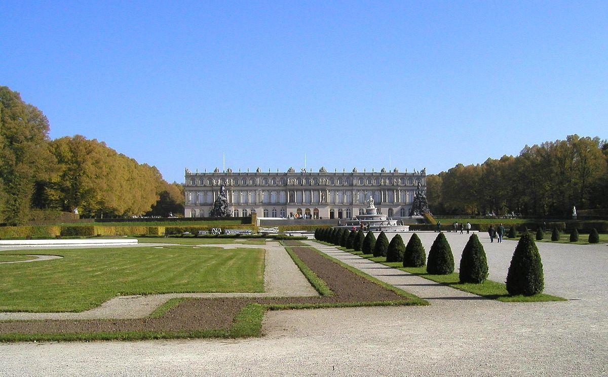 Neues Schloss Herrenchiemsee Wikipedia Herrenchiemsee Franzosische Schlosser Schloss