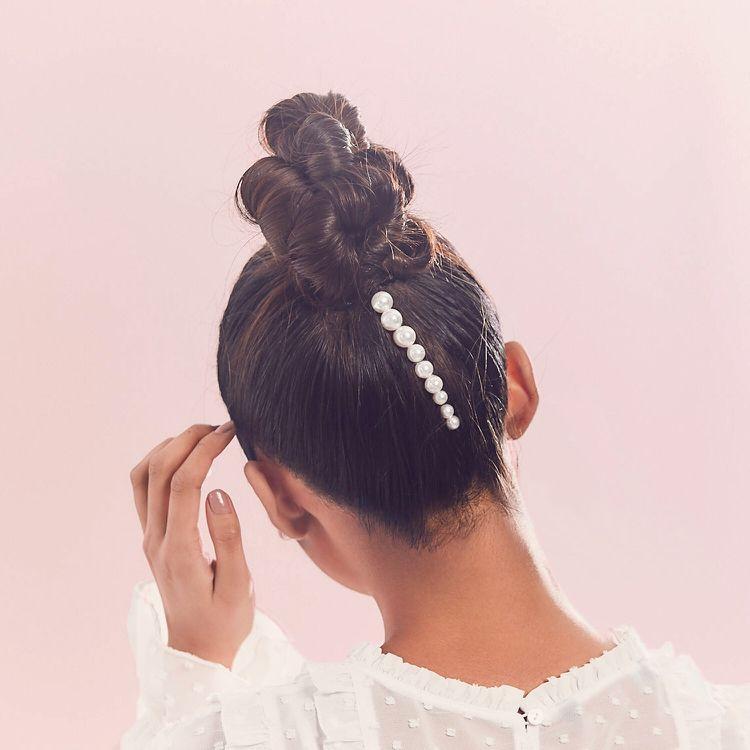 Haarschmuck Perlen Frisur Hoher Dutt Highlight Nacken Hair Hairstyles Haarzubehor Haarschmuck Tolle Haare