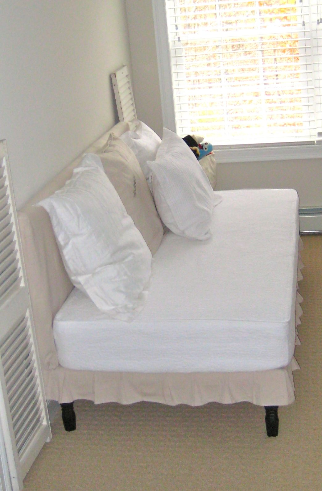 Deux Maison: Twin Sized Upholstered (slip-covered) daybed project ...