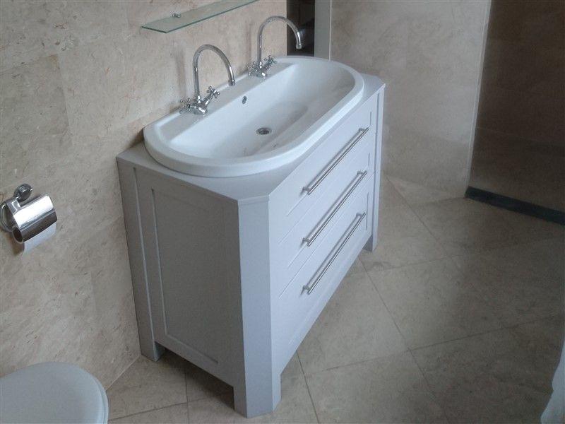 Wastafelmeubel en spiegelkast op maat het wastafelmeubel is om
