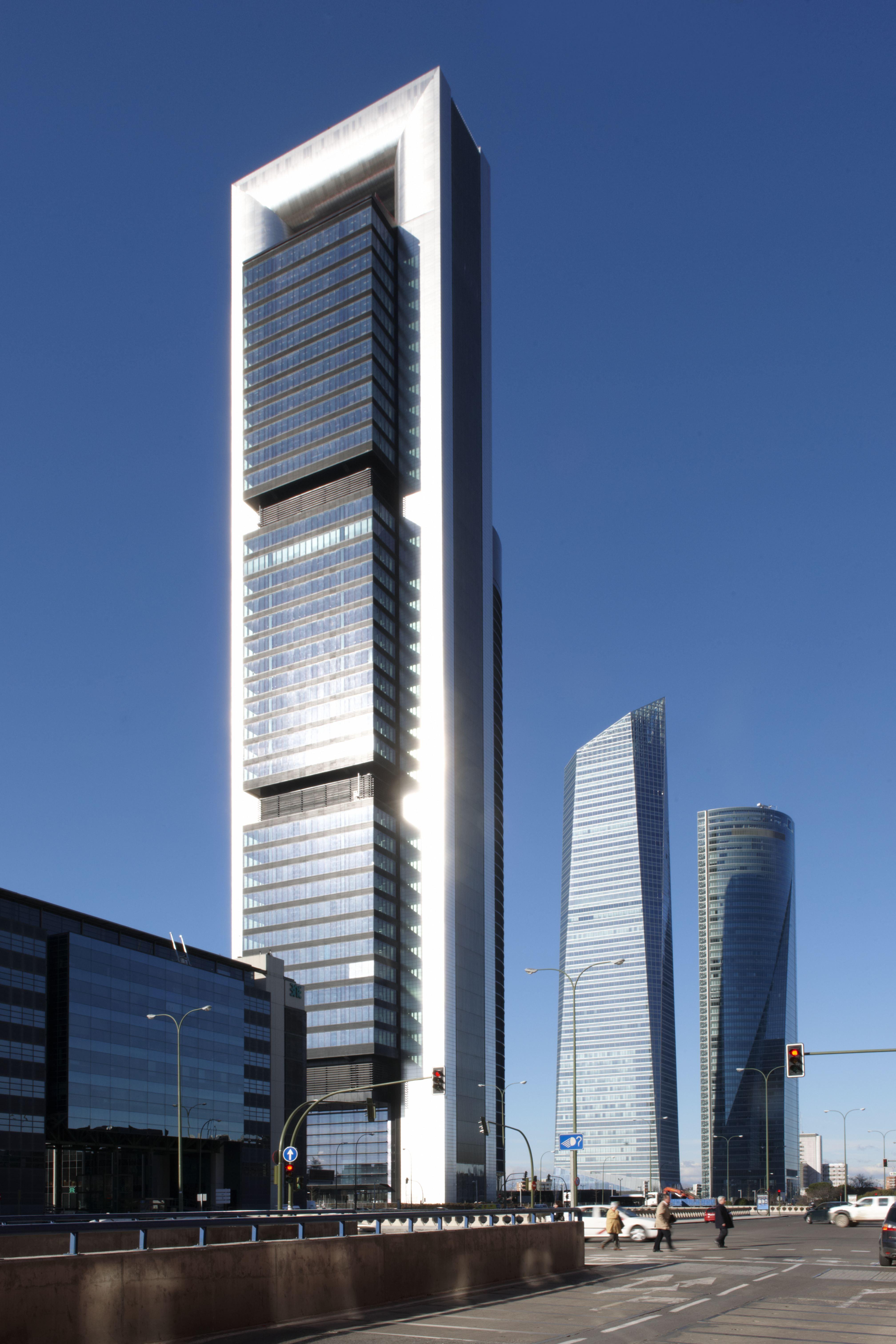 torre bankia madrid espaa norman foster se trata del edificio