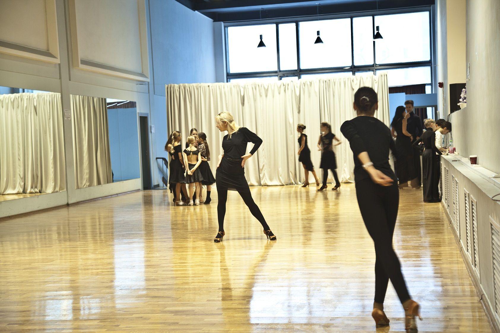 Фото и видео | Бальные танцы, Студия, Видео