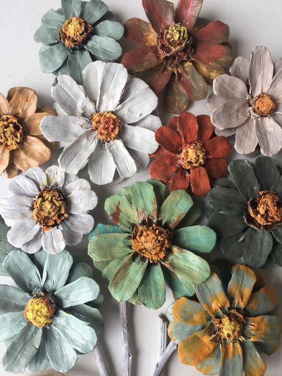 Articoli simili a Fatto a mano, Pinecone appeso a parete, incorniciato fiori di pinecone su Etsy