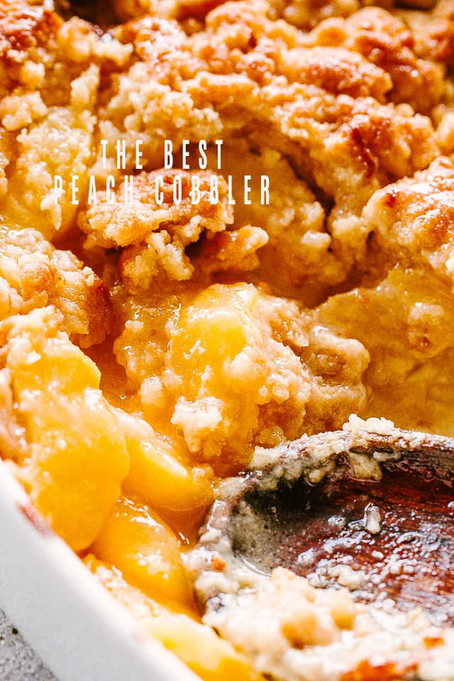 The Best Peach Cobbler Recipe - This recipe for Peach Cobbler is absolutely delicious and it is prepared with fresh ingredients. Juicy peaches and a wonderfully sweet and crumbly topping truly makes this a perfect summer dessert. #peachcobblercheesecake