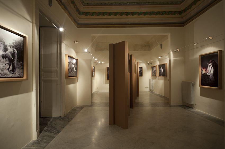 Dal 1 al 18 Dicembre si è tenuta a Modica (RG) al PALAZZO GRIMALDI una mostra fotografica e videografica dal titolo 'NZULIDDU  Gl...