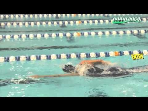 Some People Just Make It Look Easy Long Fluid Strokes Gliding Through The Water Breathing In Rhythm So Triathlon Swimming Swimming Workout Swimming Tips