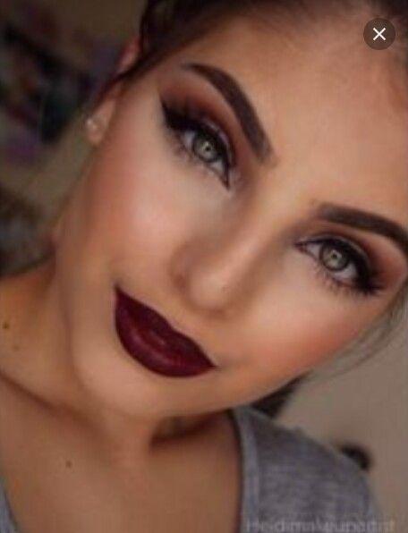 Gorgeous Makeup Brown Eyeshadow Red Lips Green Eyes Flawlesss