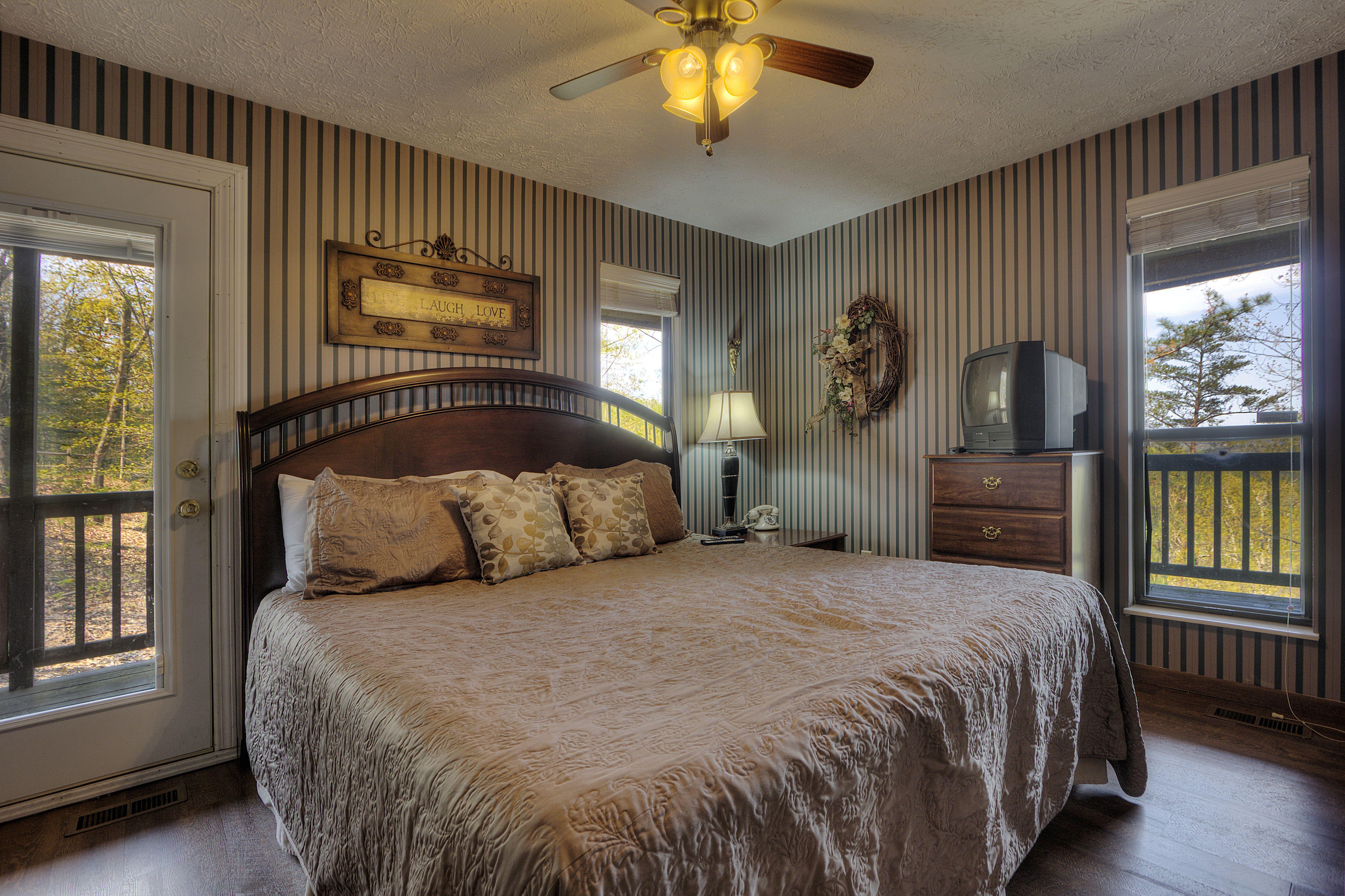 SEVIERVILLE Cabin Rental KICKBACK SHACK 298 2 Bedroom