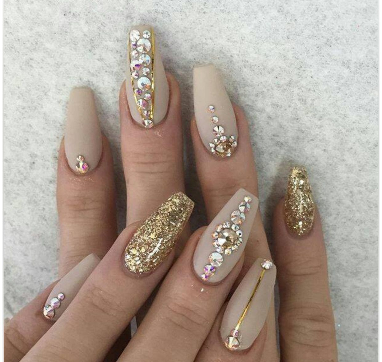 pinterest; 🌹🌙🌹   ▫ claws ▫   Pinterest   Minimalist nails ...