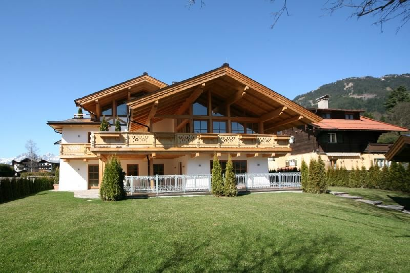 Austria house for sale villas and houses in kitzbuehel for Chalet modern bauen