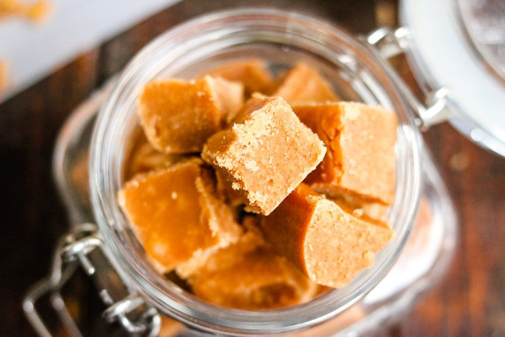 A Delicious Caramel Fudge Made With Butter Golden Syrup And Sweetened Condensed Milk This Fudge Is Caramel Fudge Chocolate Rice Krispie Treats Fudge Recipes
