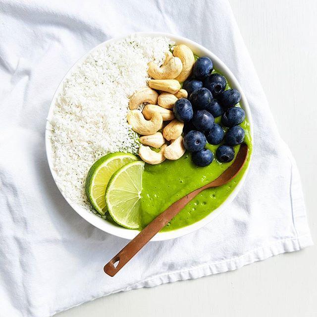 WEBSTA @ vie_kielen - Green smoothie with healthy toppings. Have a nice day everyone ! 💚 / Vihersmoothiekulho ja kookoslastuja, cashewpähkinöitä sekä mustikoita. Nyt jaksaa! 👊#goodmorning #breakfast #smoothie #smoothiebowl #greensmoothie #vegan #nicecream #greenpower #eatclean #eatgreen #greens #superfood #healthyfood #foodie #eeeeeats #plantbased #dairyfree #nosugar #fitfood #fitspo #fresh #bestofvegan #veganfoodshare # #hyväähuomenta #vihersmoothie #smoothiekulho #terveellinen #vegaani…