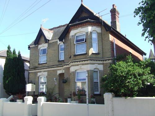 The Ryedale Shanklin This friendly, family-run guest house offers bed and breakfast accommodation and free Wi-Fi throughout. Shanklin Rail Station is just 2 minutes' walk away.  On the Isle of Wight, Ryedale guest house is a short stroll from the beach and town centre.
