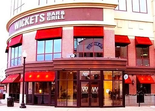 Located In The Streets Of Woodfield Schaumburg Il Wickets Bar Grill Is Idea Spot To Refuel With A Burger Or Pizza While Out Ping