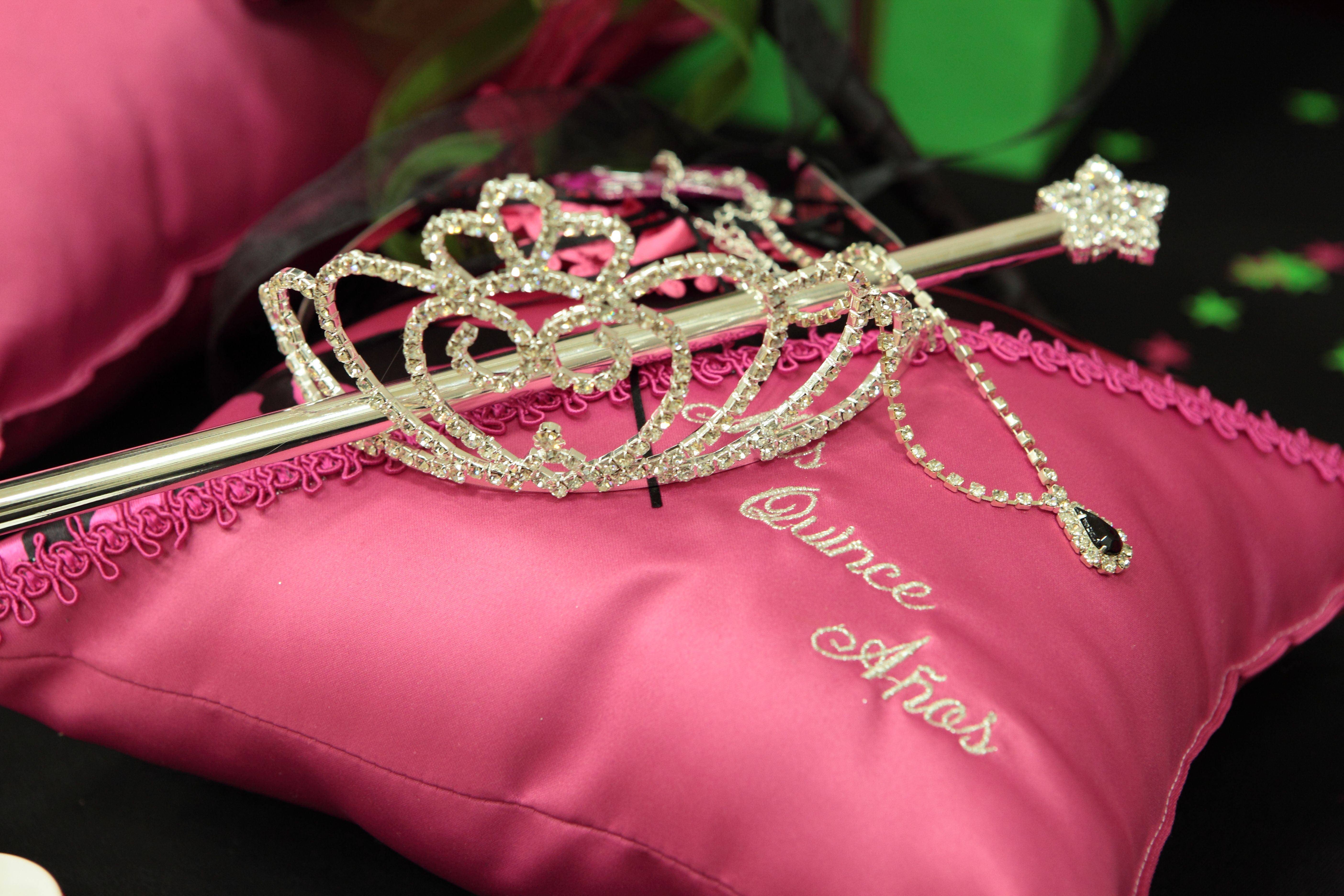 15 Anos Pillows: XV Quince Pillow W/Crown Tiara, Sceptor And Necklace For