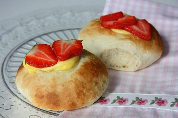 Sweet buns with vanilla custard and strawberry topping.