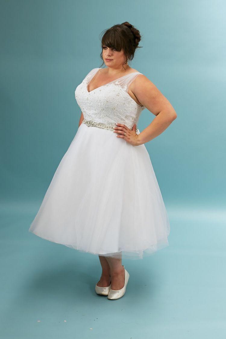 Flirty Plus Size Wedding Dress Plus Size Wedding Dresses With Sleeves Wedding Dresses Short Wedding Dress [ 1125 x 750 Pixel ]