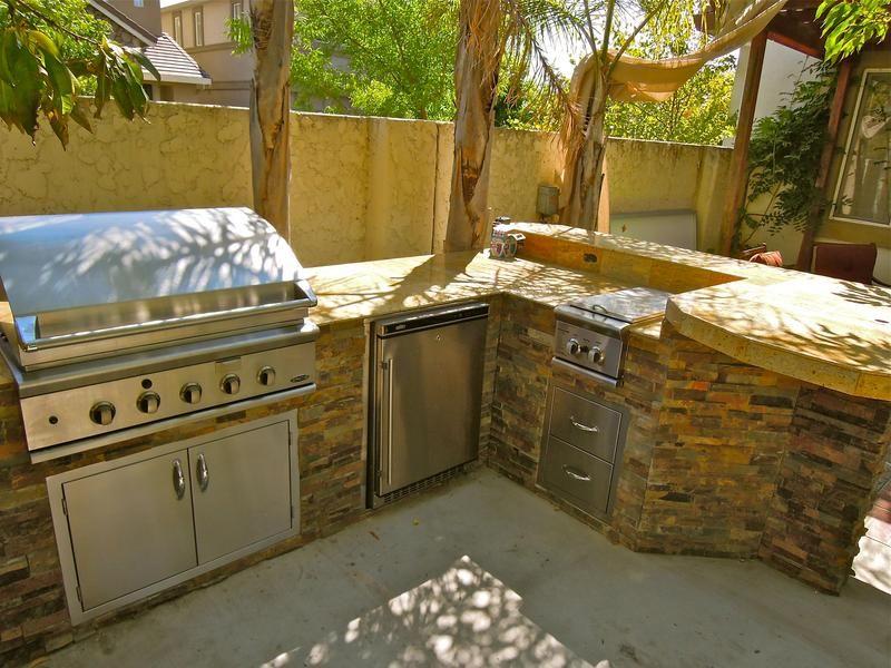 outdoor barbecue kitchen islands | Custom Built Outdoor Kitchen ...