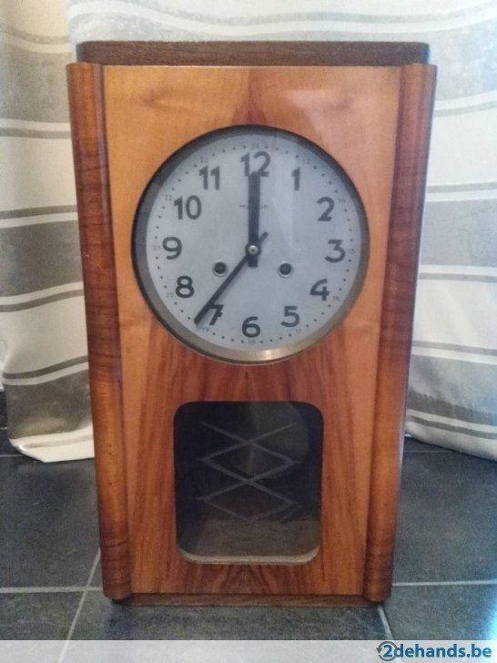 ancienne pendule horloge murale en bois venant de pologne hangklokken type regulator. Black Bedroom Furniture Sets. Home Design Ideas