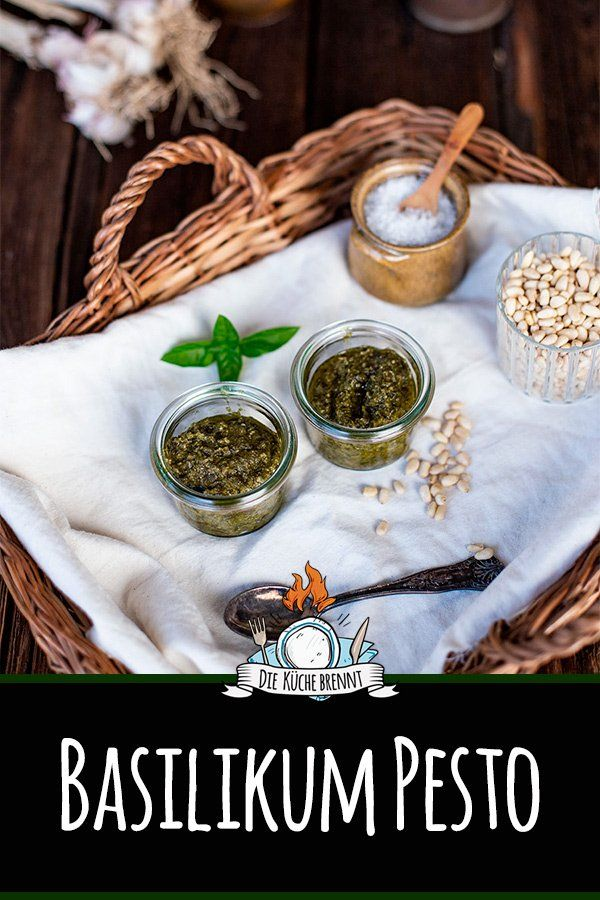 Einfaches Basilikum Pesto Rezept mit Pinienkernen und ...