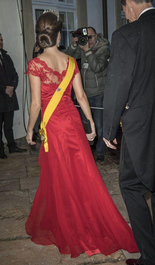 La princesa Marie, muy elegante con un vestido de encaje y seda con cola, llevaba la tiara floral de diamantes. Cena de gala al presidente de Mexico y esposa