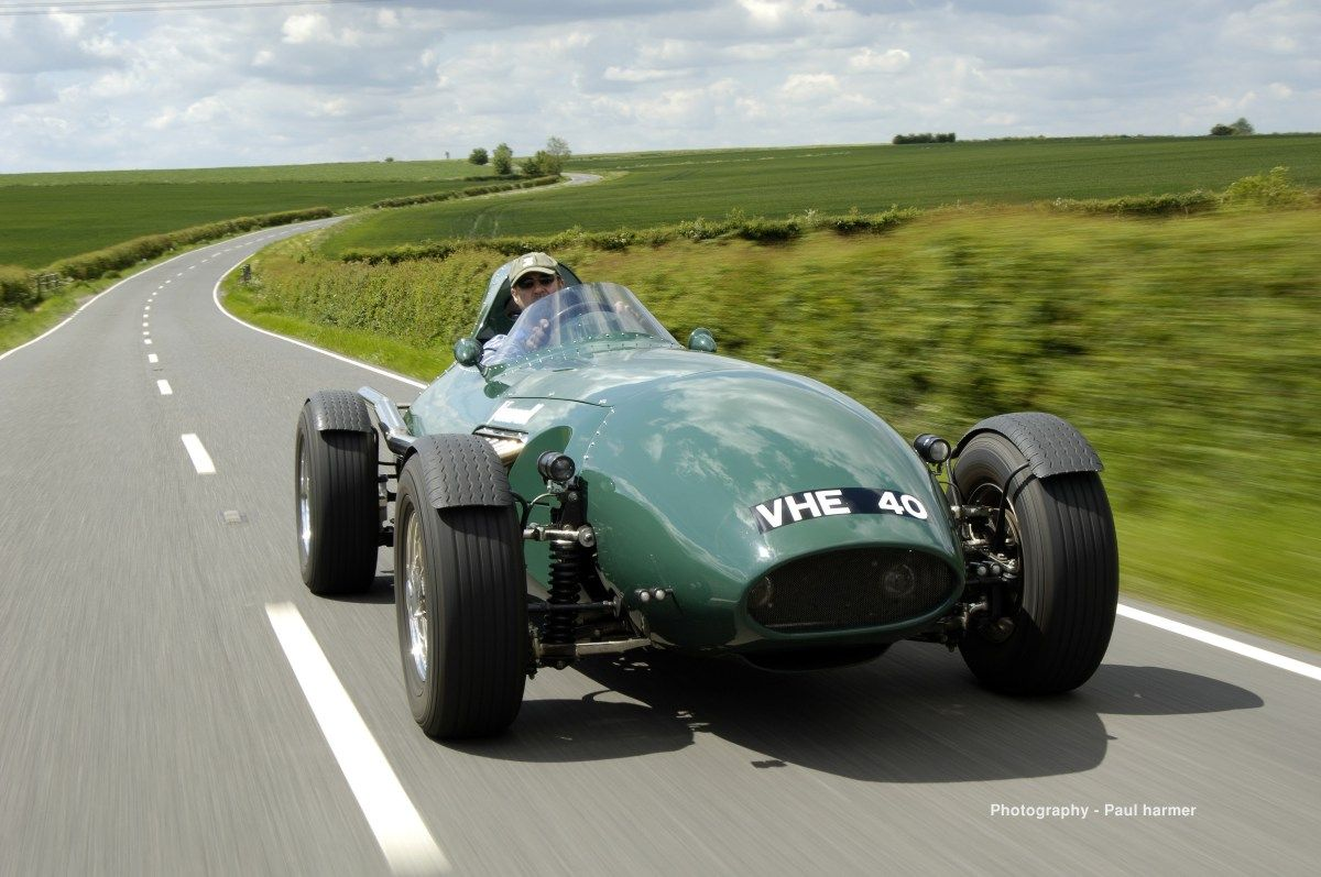 vanwall cars recreations of the 1958 f1 cars they raced updated with rh pinterest com