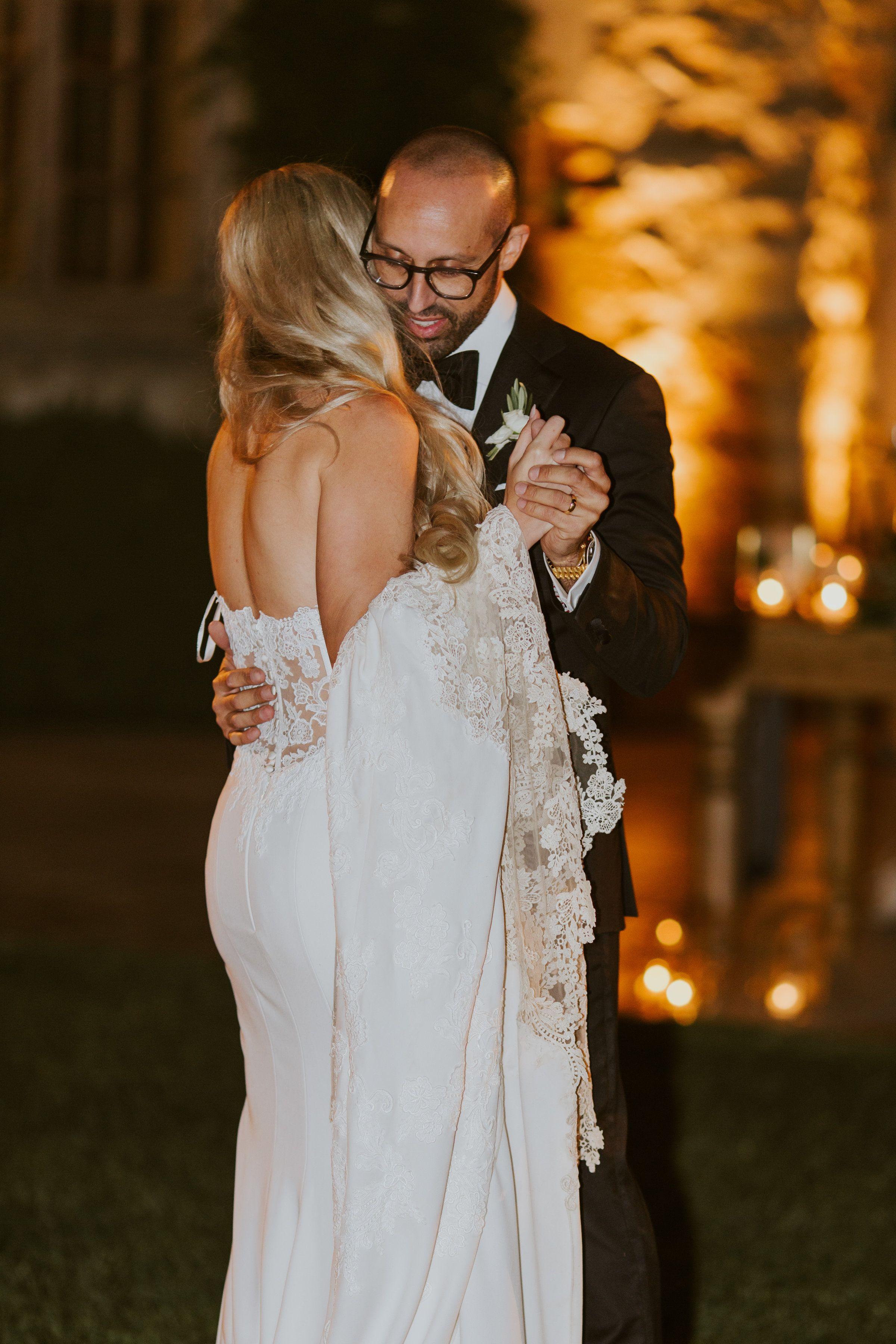 Trendsetting Meets Luxurious Wedding At The Sunstone Villa Luxury Wedding Wedding Styles Sheath Wedding Gown