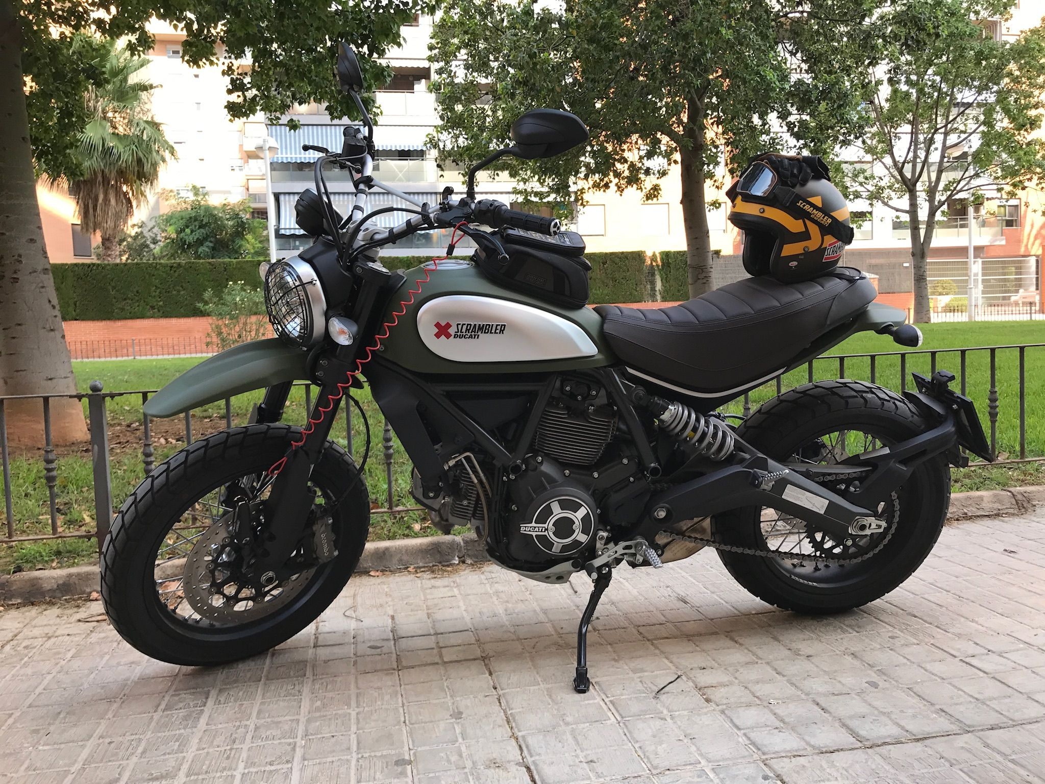 Pin By Alfredo Rico On Ducati Scramblercafe Racer Pinterest Hypermotard Fuse Box Find This And More Arhrico