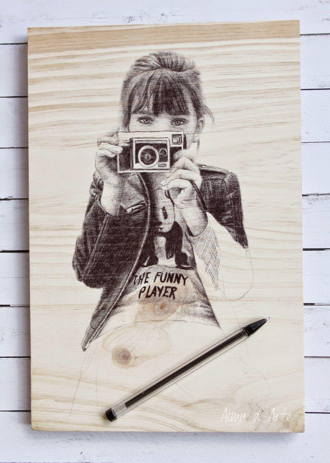 Bolígrafo sobre madera