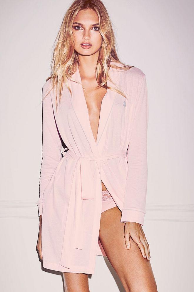 Si quieres ser un ángel de Victorias Secret en casa y además de estar cómoda, lucir muy sexy, no te pierdas las 10 batas más ideales de la marca para ser ...