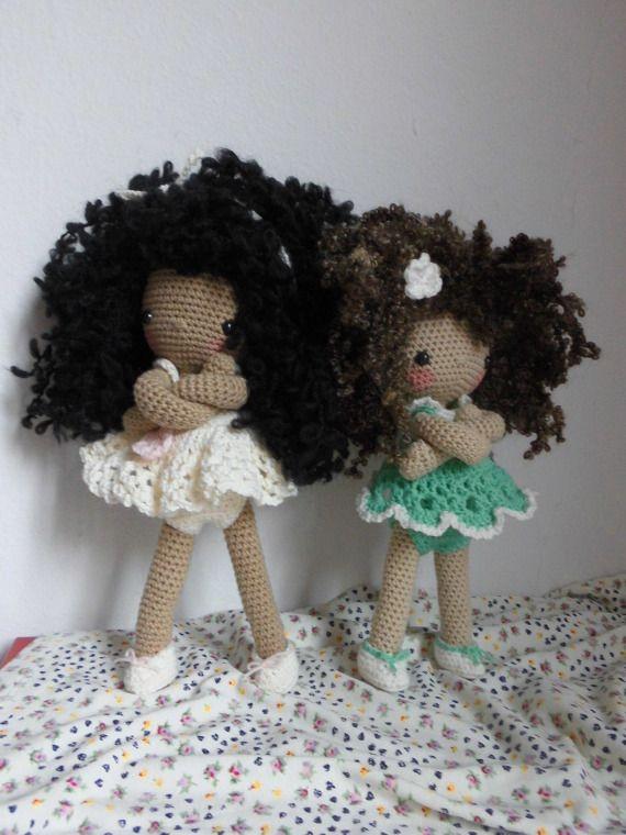La Pilola es una muñeca de ganchillo hecha con hilos de buena calidad de algodón, acrílico y lana. Los ojos son de plástico y de seguridad.Cada Pi ♡