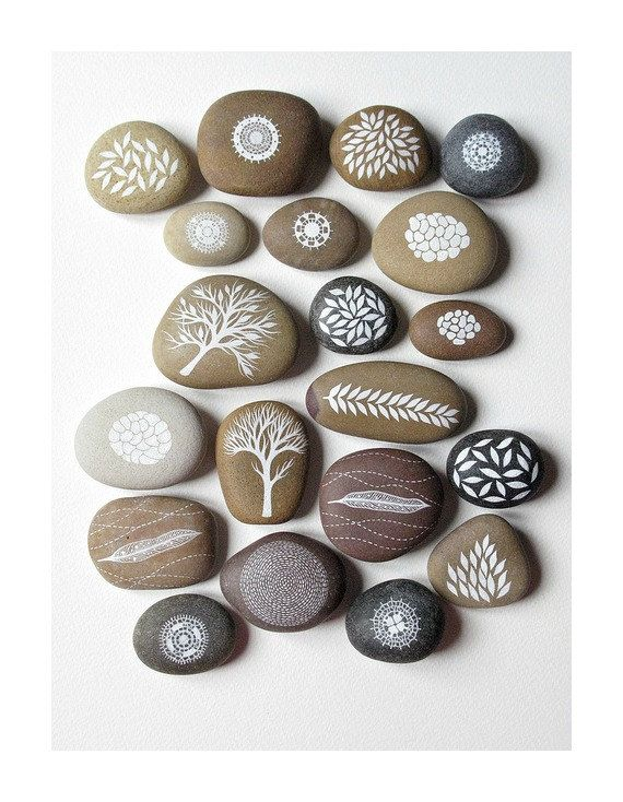 motifs blancs galets pierre pinterest galets peints cailloux et galets. Black Bedroom Furniture Sets. Home Design Ideas