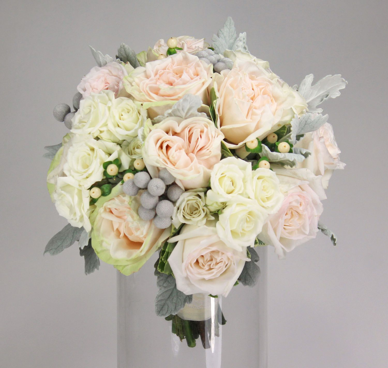 roses berries blush garden roses white majolica spray roses blush hypericum berries - Blush Garden Rose Bouquet
