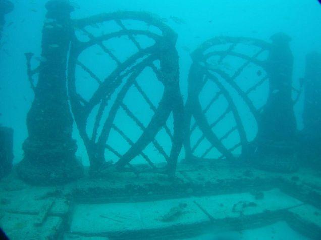Underwater Cemetery Looks Like The Ruins Of The Lost City Of Atlantis Sunken City Underwater City Lost City Of Atlantis