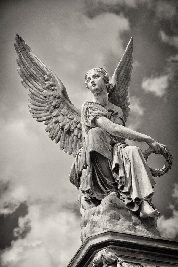 """""""Sitzende Victoria, einen Kranz werfend"""", Christian Daniel Rauch, Alte Nationalg ...,  #christian #daniel #einen #kranz #sitzende #victoria #werfend"""