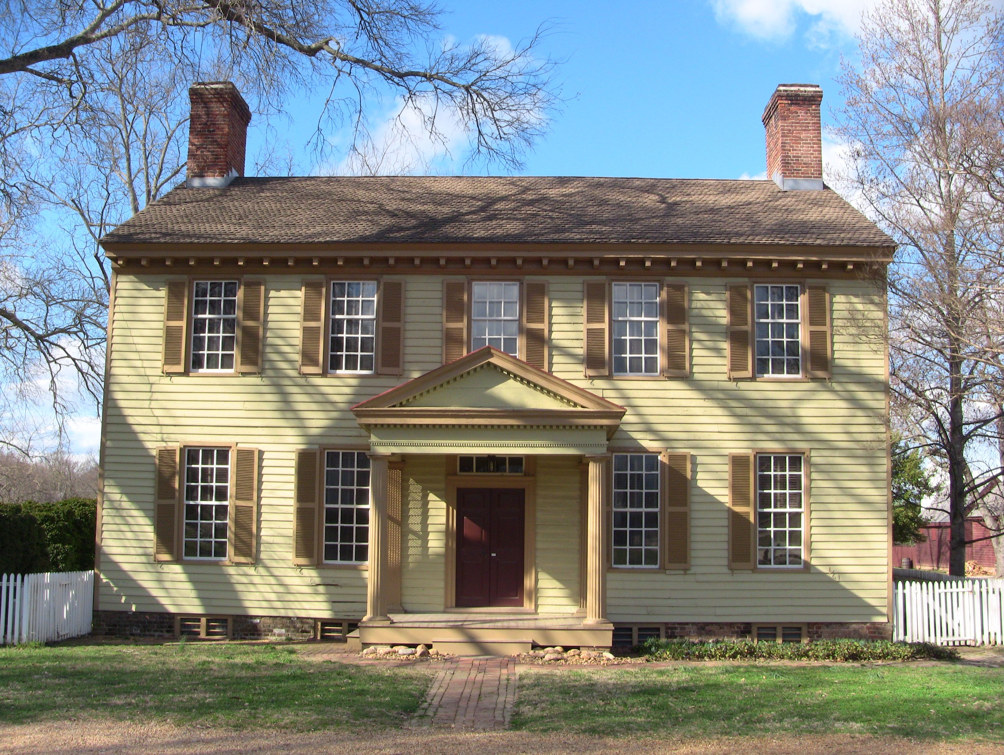 Colonial williamsburg is my disneyland the renaissance for Williamsburg exterior paint colors