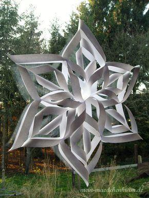 Habt ihr Lust auf selbstgemachte Winter-Fenster-Deko? Dann kommt hier die Anleitung für einen Papierstern bzw. Schneeflocke. Geht auch g... #fensterdekoweihnachten