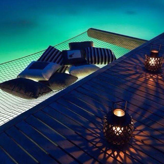 les 25 meilleures id es de la cat gorie lit de piscine sur pinterest lits fous inventions. Black Bedroom Furniture Sets. Home Design Ideas