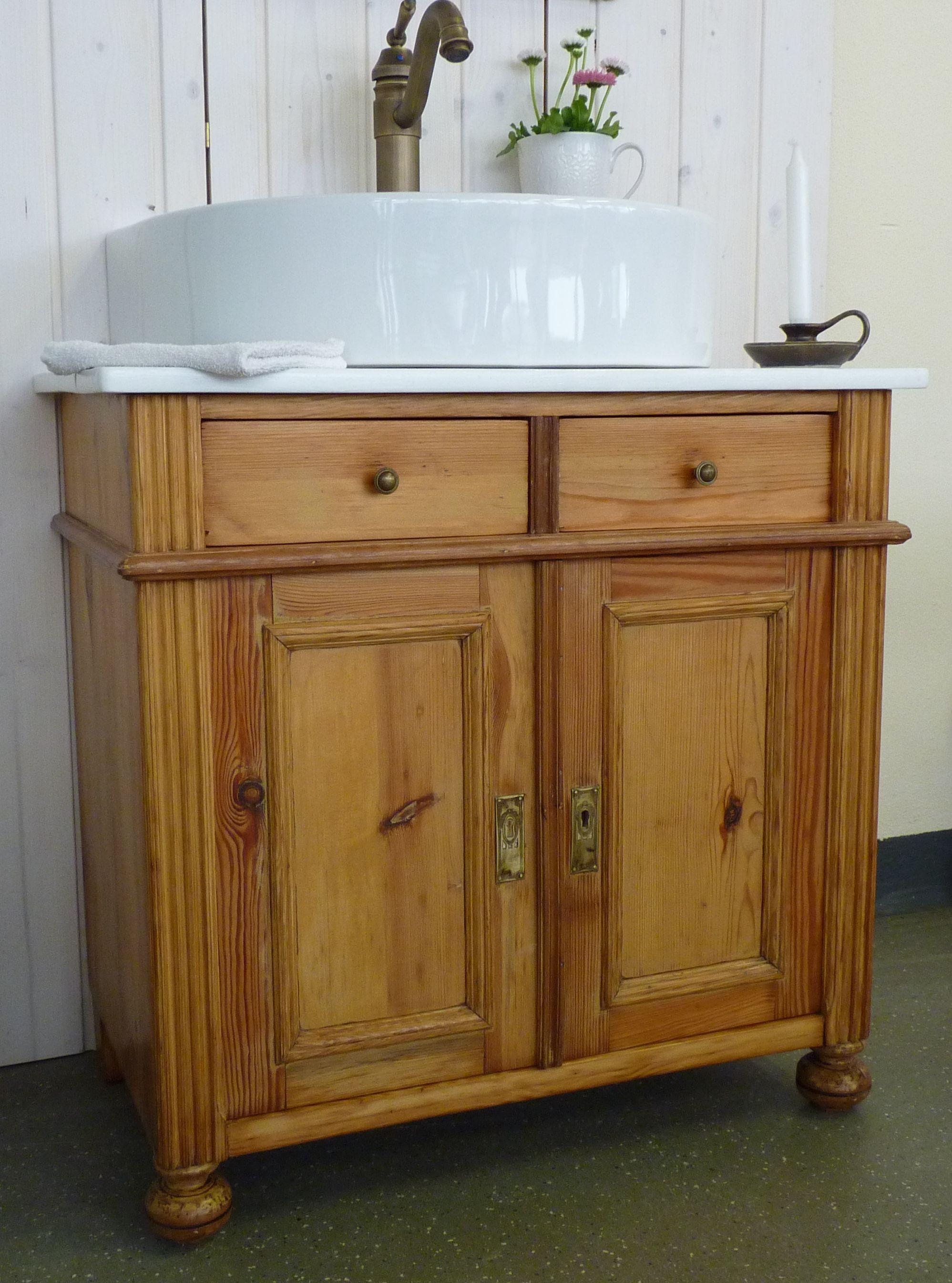 alte kommode jetzt eine waschkommode stilvoll im bad in szene gesetzt kommen die g ste nicht. Black Bedroom Furniture Sets. Home Design Ideas